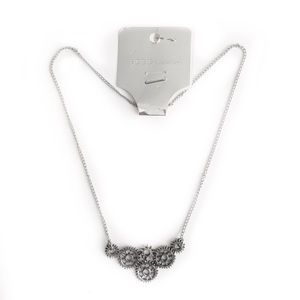 BCBGENERATION DAINTY NECKLACE SILVER TONE GEAR COG